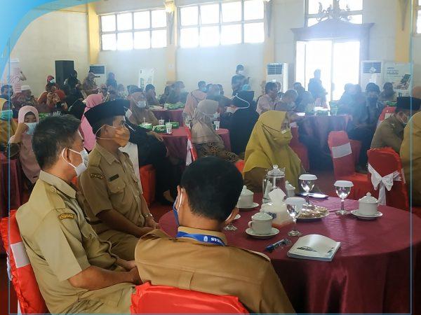 Penyerahan Surat Keputusan Pemberhentian Pegawai Negeri Sipil Dengan Hak Pensiun di Lingkungan Pemerintah Kabupaten Sambas