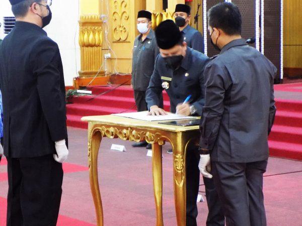 Pelantikan dan Pengambilan Sumpah/ Janji Jabatan Administrator dan Pengawas di Lingkungan Pemerintah Kabupaten Sambas